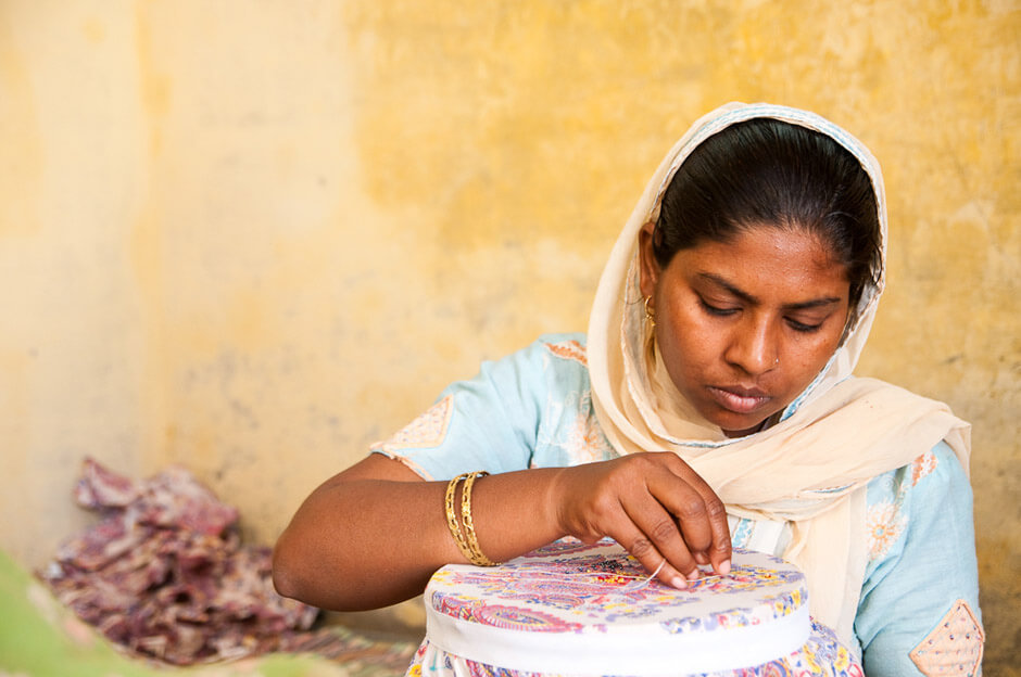 Muslim artisans in her home in New Dehli/india.