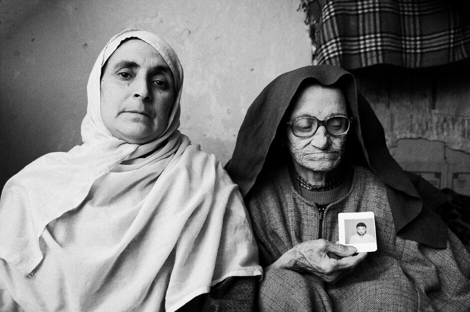 Mother and sister of victim of state violence in leprosy colony in Srinagar/Kashmir.